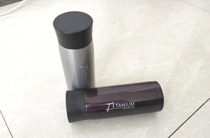 纯钛真空保温杯与不锈钢真空保温杯的区别